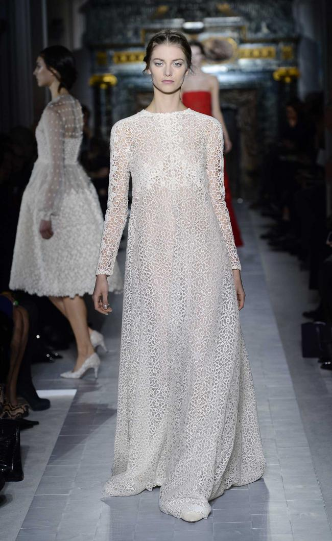 Fashion under the badge of Valentino: it is delightful and is charming