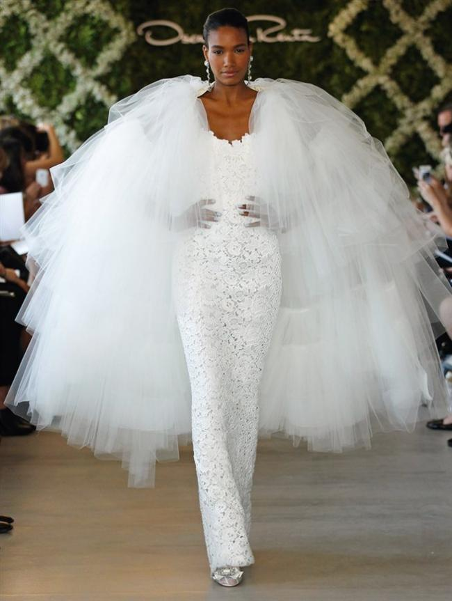 Wedding tenderness from Oscar de la Renta